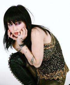 news_thumb_onitsukachihiro_art20120425.jpg